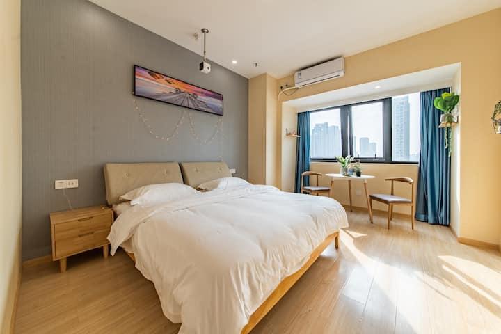 『云涧』万宝城巨幕投影现代简约大床房
