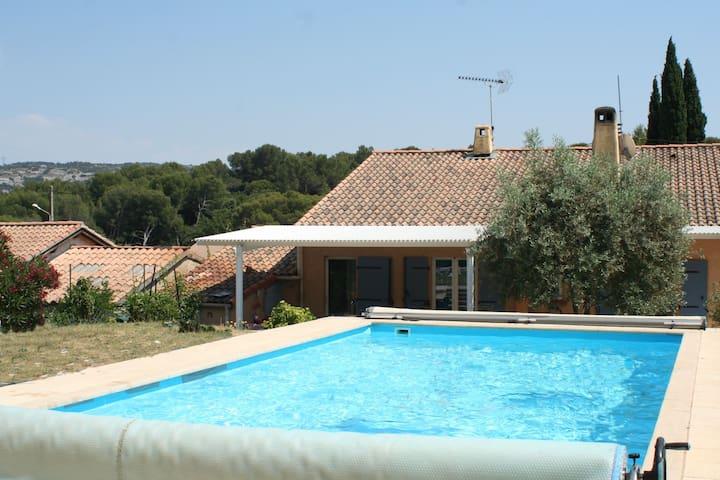 Adorable T2 indépendant avec piscine - Lamanon - Casa