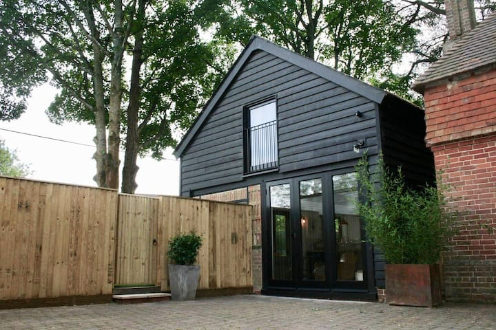 Beautiful 1000 sq ft barn 10mins from Winchester