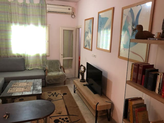 TLV Cosy 2 room flat with balcony by Yarkon park.