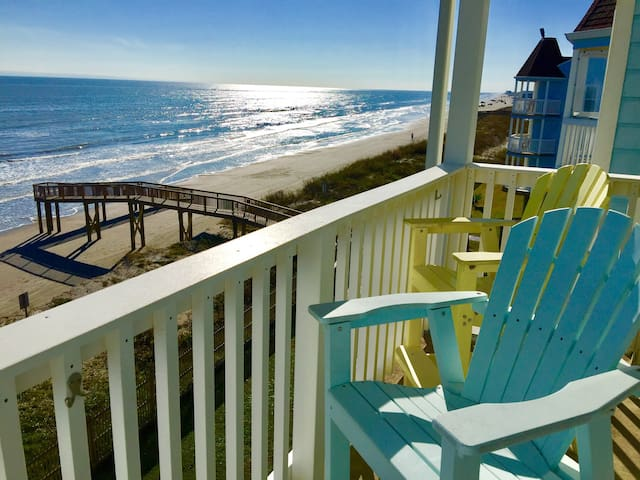 BEACHFRONT HIDEAWAY - Galveston - Condominium