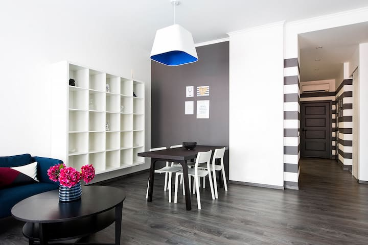 Modern Blue Tone Apartment Center of Old Town 57m2 - Riga - Leilighet