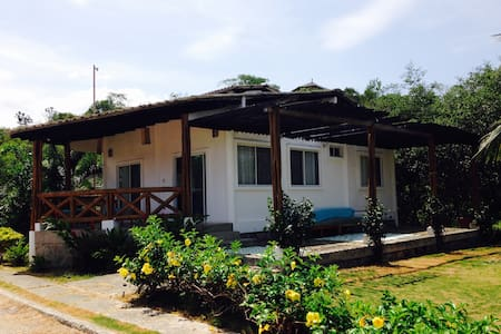Modern 2 Bedroom cottage with yard in Olon Beach - Olon - Haus