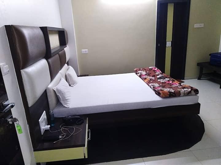 Hotel Purva Park, Miraj Super Deluxe Room Ac