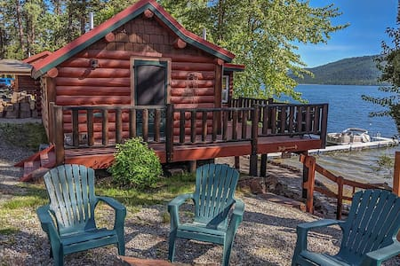 Beautiful Historic Cabin on Lake Mary Ronan