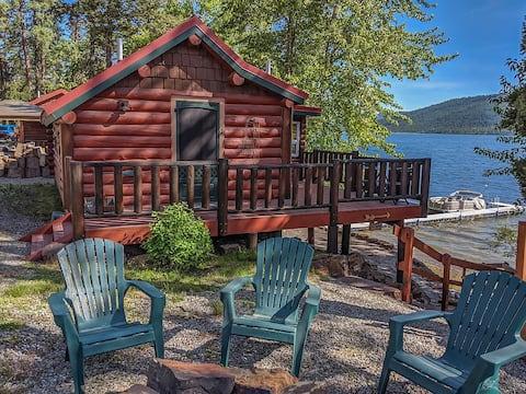 Belle cabane historique sur le lac Mary Ronan