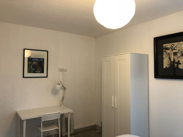 Chambre neuve privée proche centre et métro wifi
