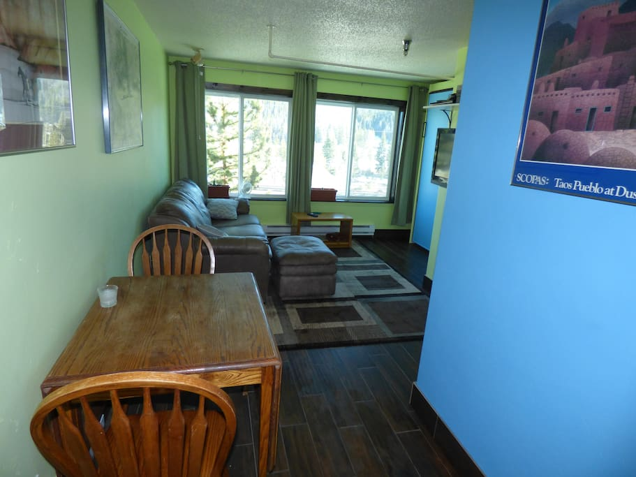 Kitchen table expands to seat 4