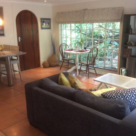 Comfortable apartment, perfect location - Sandton - Szoba reggelivel