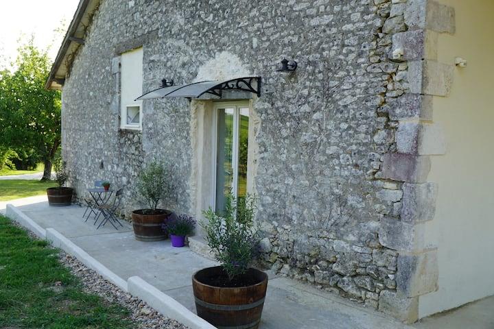 Les Vignes Gîtes. Gite 1 with stunning vine view