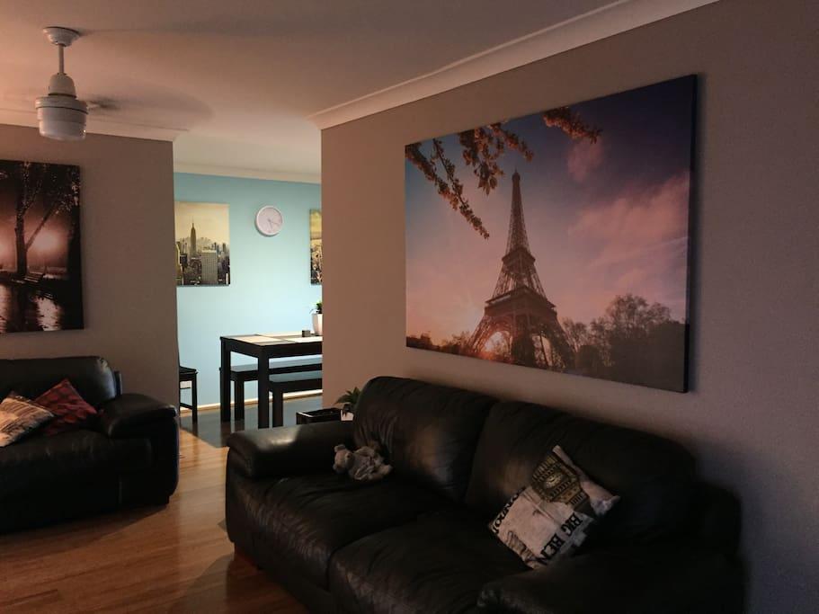 Comfortable lounge room. Seats 6+. Foxtel, Apple TV, DVD player