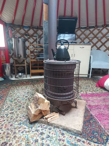 Beautiful and tranquil off grid Yurt with  hottub