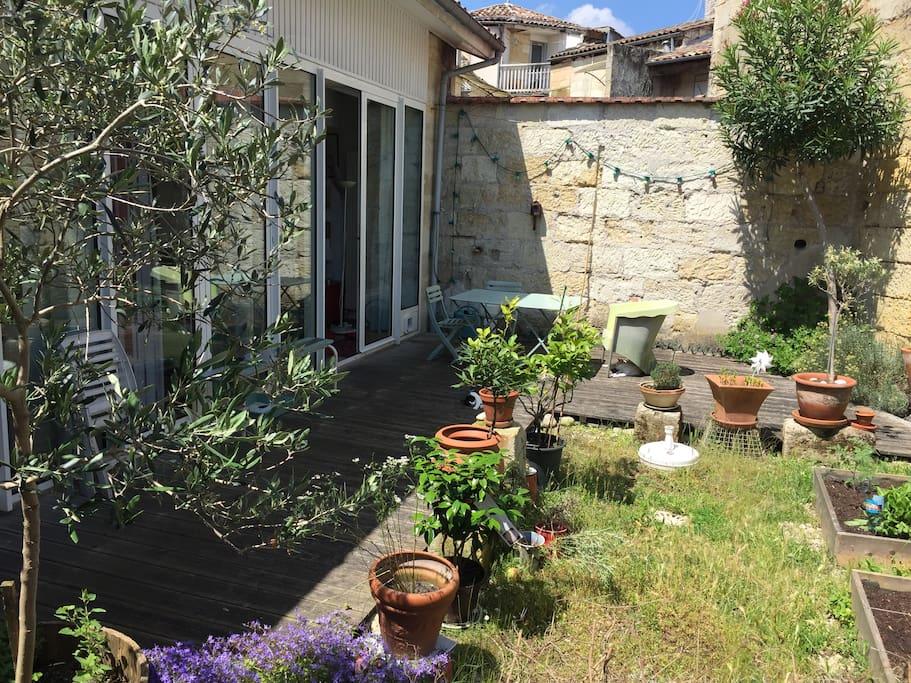 Le petit jardin et sa terrasse