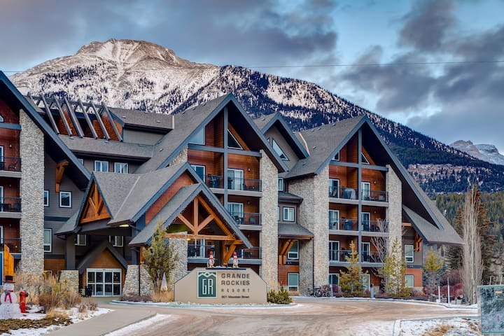 ❊Luxurious Rockies Escape with  Pool & Hot Tub ❊