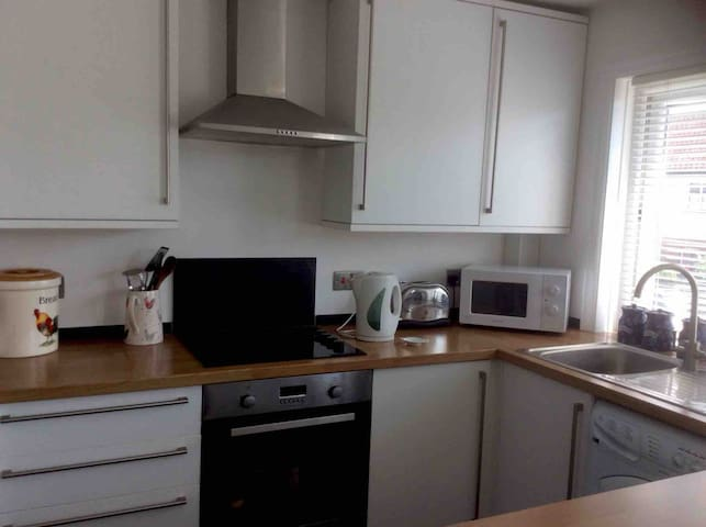 Lovely apartment located 2 minutes from Bude beach