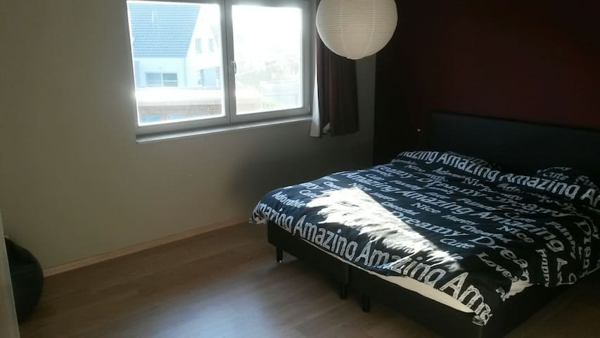 Room in spacious house! - Deinze - Hus