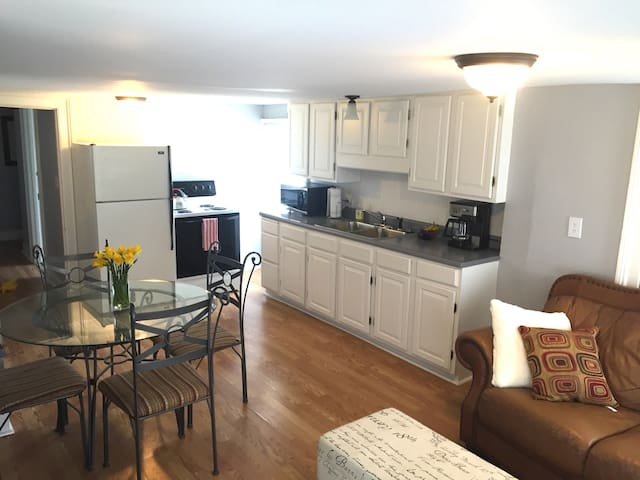 SUNNY PRIVATE 1 BEDROOM APARTMENT - Portland - Apartment