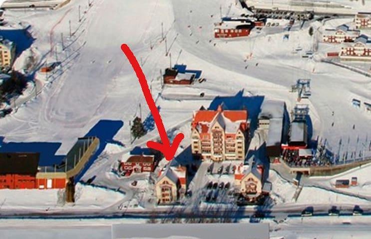 Ski in/ski out next to Ski-Arena in Åre