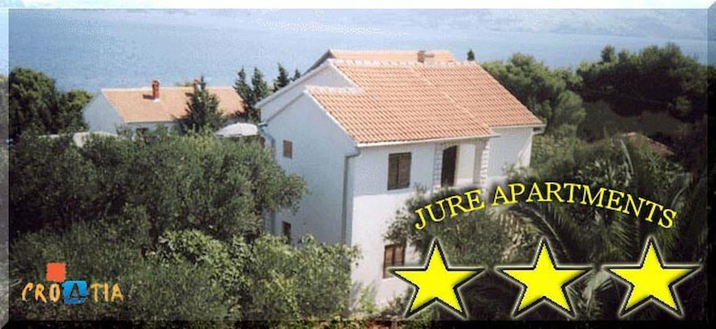 Jure Apartments A1 - Splitska - Flat