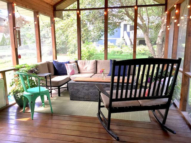 Bright & beautiful home with amazing back porch!