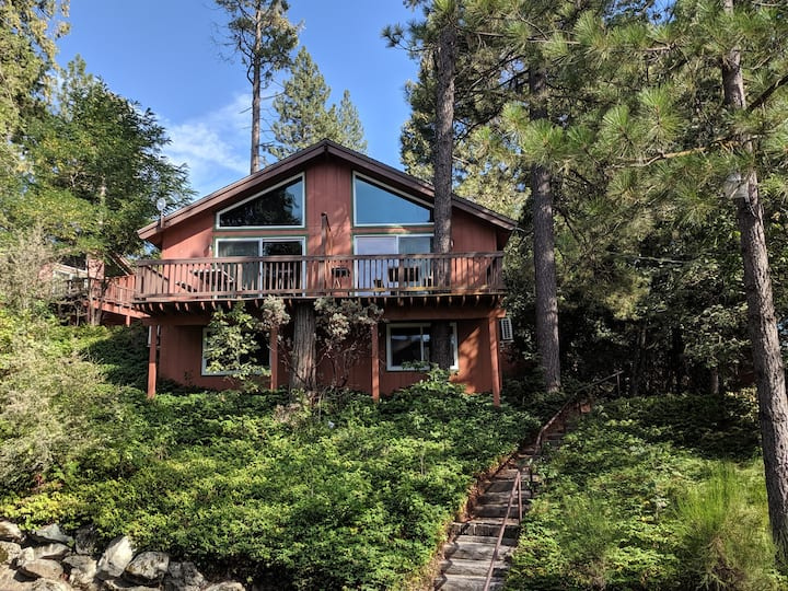 Cozy Two-Story Cabins at Bass Lake near Yosemite