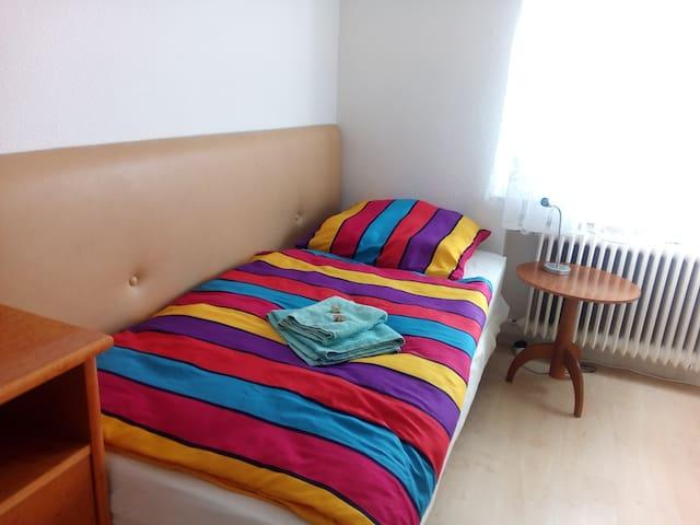 Komfortables Zimmer in Stuttgart Mönchfeld - Stuttgart - Hostel
