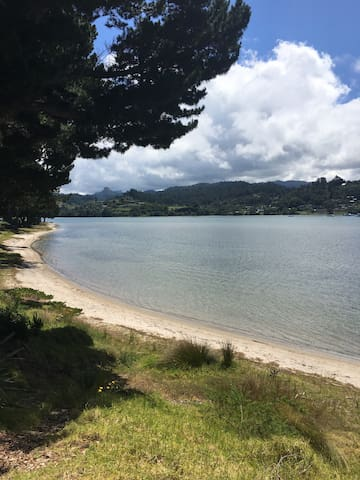 Batch Style Getaway on the Beach - Pauanui - 一軒家