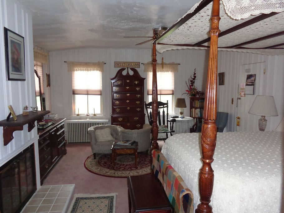 Isaac Hilliard Suite (Bedroom)