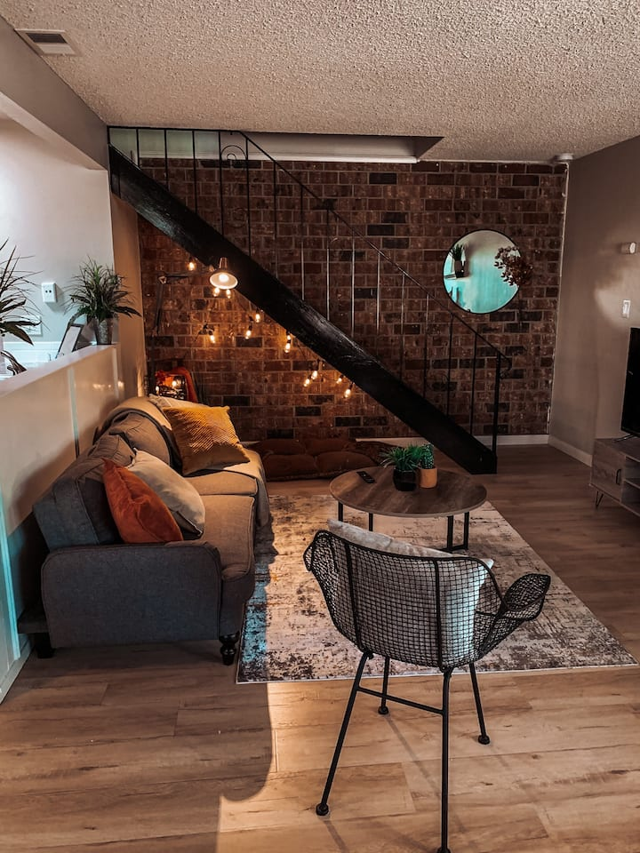 The Industrial Cozy Nook - Hub for Family Fun