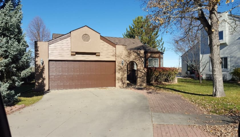 Beautiful Boyd Lake Home w/ Main Level to Yourself