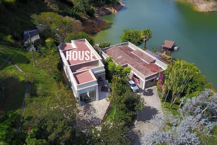 Family Lake House Guatape