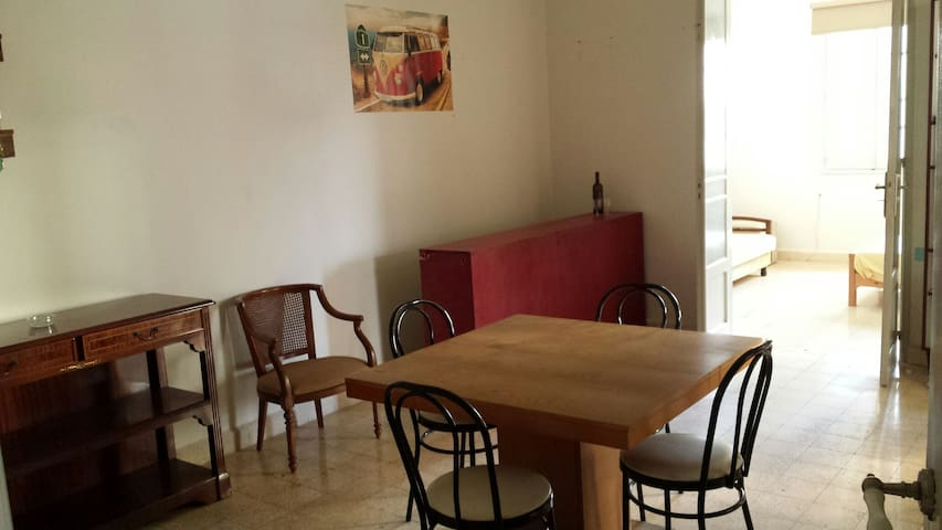 Convivial, central and clean flat in Mar Mikhael