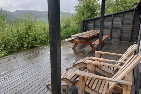 Trivelig hytte med 5 soverom og sauna.Hund tillatt