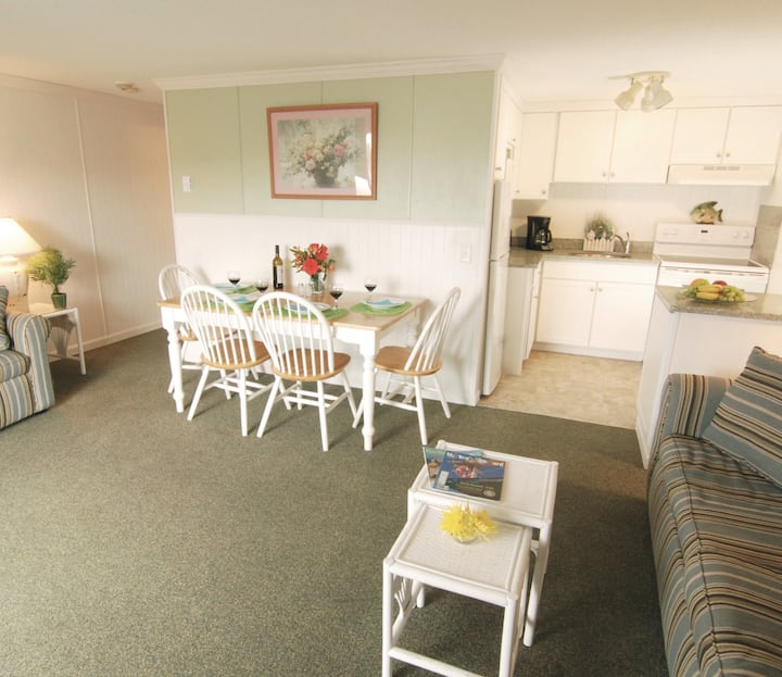 Apartment near beach with HEATED INDOOR POOL