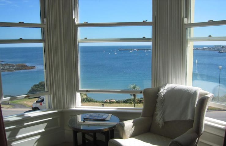Endfield House, 5 * Beach Front Holiday House