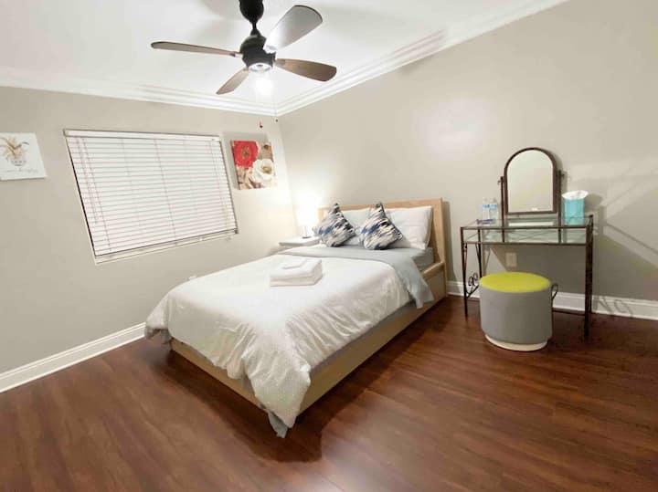 温馨雅房2 Comfortable cozy bedroom2 Near 60 Fwy Disney
