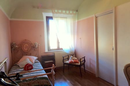"Delicious single room ""the gem"" - Cascina"