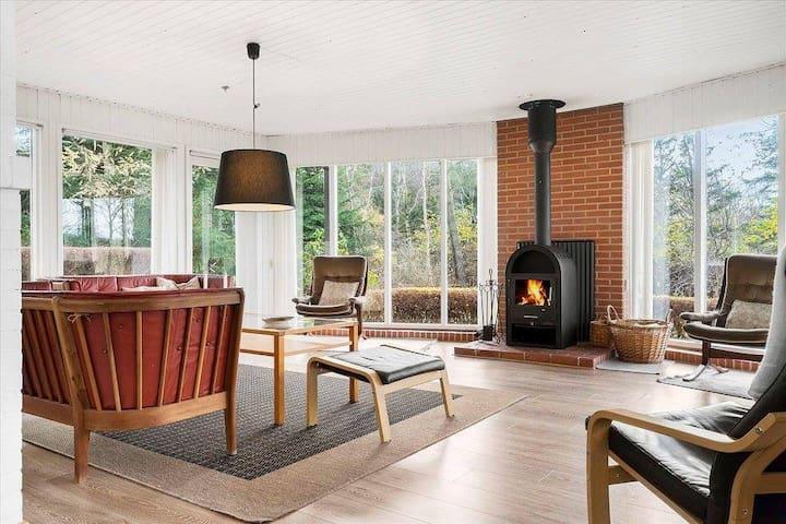 Dejligt rummeligt sommerhus i grønne omgivelser - Højslev - Stuga
