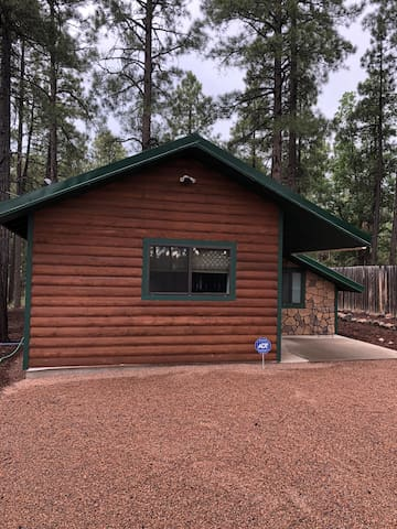 Cozy Lake View Cabin in Pinetop-Lakeside
