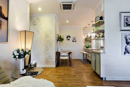 LUXURY RETRO STYLE DUPLEX PERTH - Perth - Villa