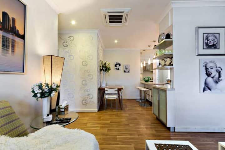 COZY RETRO STYLE Duplex Perth