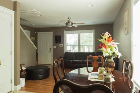 Furnished Rooms; 1-2miles to Uptown (All Welcomed) - Charlotte