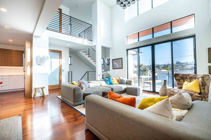 Gorgeous Home! Heart of Redondo Beach + Ocean View