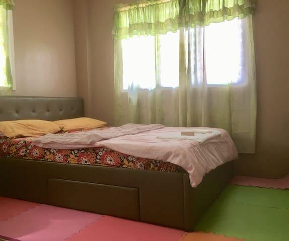 Makati City Wifi Aircon Solo Room for Females