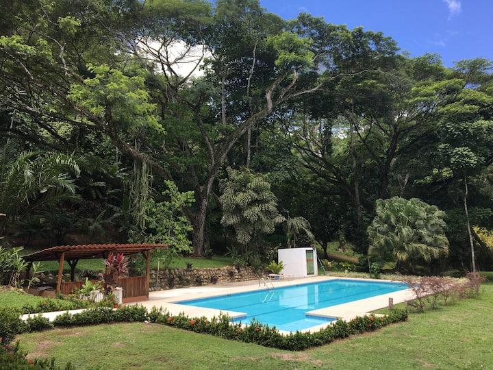 Beautiful house w/ pool near beach!