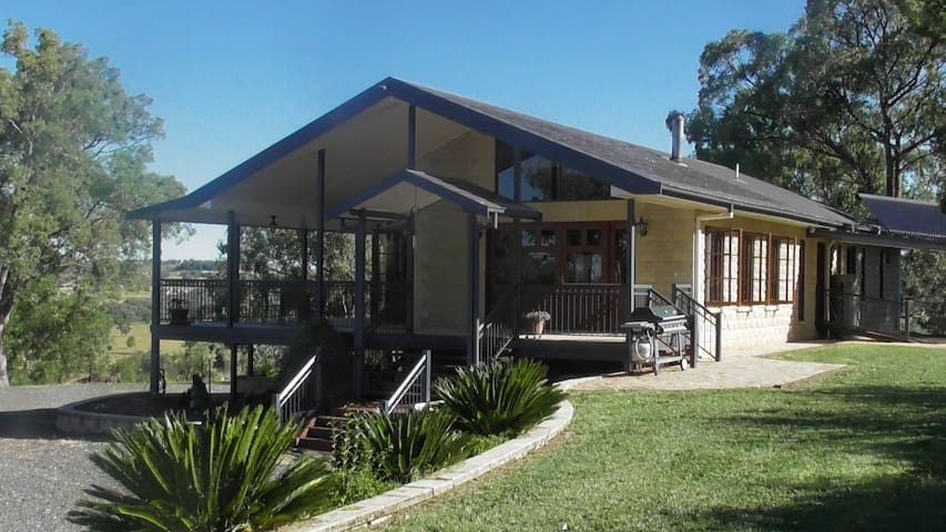 Barry's Place Inverell - Inverell - บ้าน