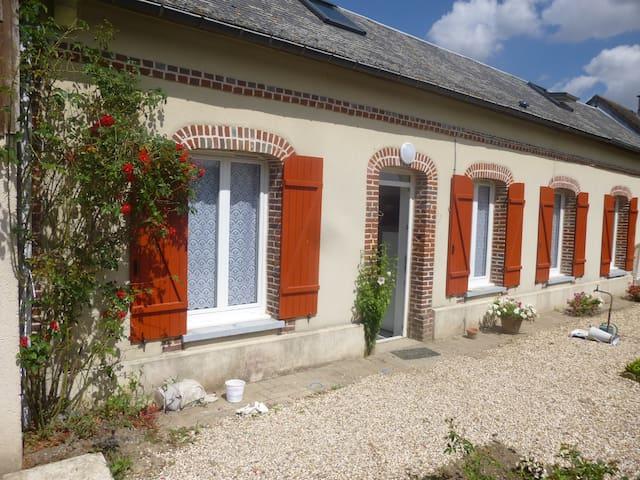 logis de curie - Louviers - Дом