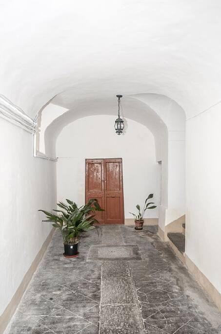 Portone del palazzo/Main entrance