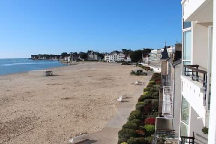Studio terrasse vue mer accès direct plage