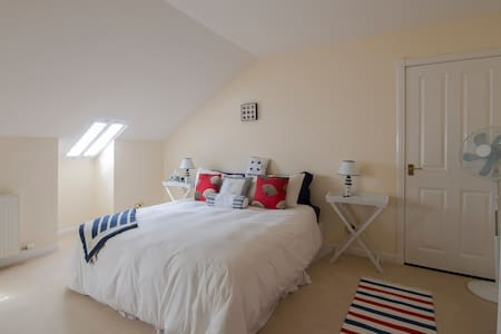Large attic double bedroom on Ardrossan seafront - Ardrossan